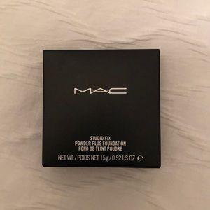 NWT MAC STUDIO FIX POWDER PLUS FOUNDATION- NC15